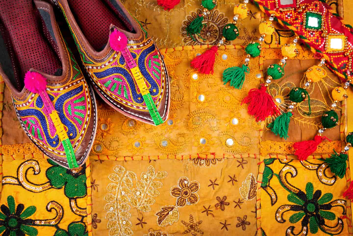 Local Shopping in Udaipur – Places for Street Shopping in Udaipur