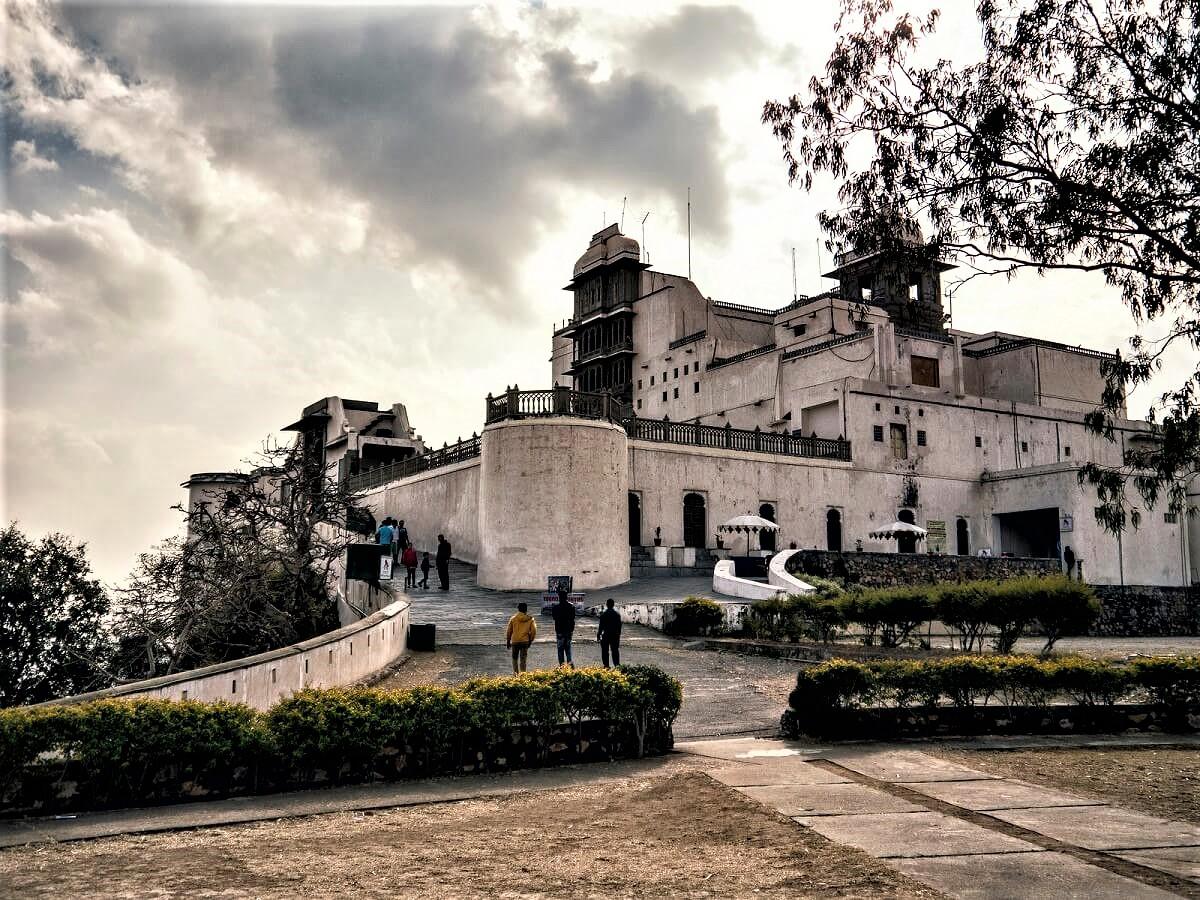 monsoon-palace-udaipur-udaipurian